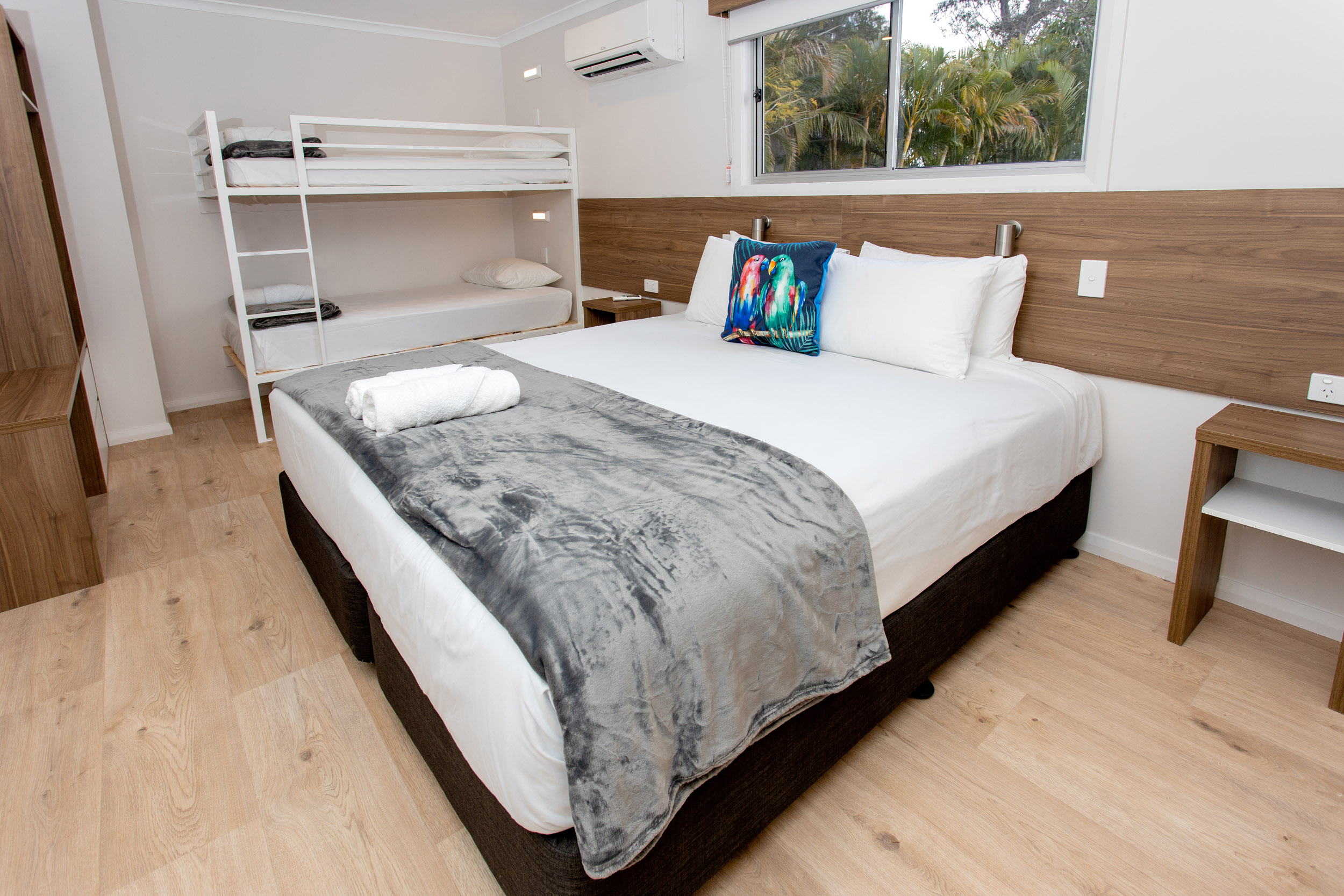 Gold Coast Accommodation - 3 bedroom family cabin